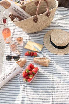 How to Keep Insects Away from Your Picnic Picnic. Picnic in the nature. Picnic on the beach. Picnic date. Picnic In Paris, Picnic Date, Summer Picnic, Picnic At The Beach, Beach Picnic Foods, Sunny Beach, Comida Picnic, Carne Asada, Summer Aesthetic