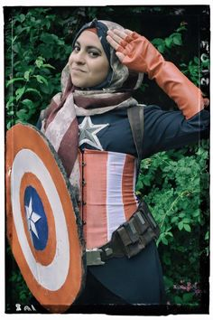 This Captain America Cosplay By Hijabi Hooligan Would Make Cap Proud - Visit to grab an amazing super hero shirt now on sale! Dc Cosplay, Best Cosplay, Cosplay Costumes, Female Marvel Cosplay, Epic Costumes, Crazy Costumes, Cosplay Outfits, Captain America Cosplay, Female Captain America Costume