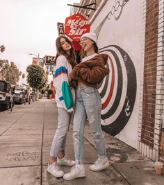 i will try not to post more than twice a day but i cant promise anything Best Friends Shoot, Cute Friends, Cute Friend Pictures, Best Friend Pictures, Pic Pose, Picture Poses, Emma Chamberlain, Best Photo Poses, Insta Photo Ideas