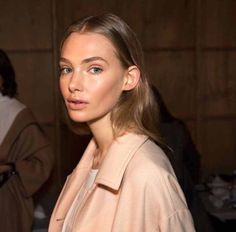 perfectly peachy // marnie in the portrait coat, backstage at fashion week x Glowy Makeup, Beauty Makeup, Hair Makeup, Hair Beauty, Marnie Harris, Instagram Girls, Instagram Posts, Backstage, The Twenties
