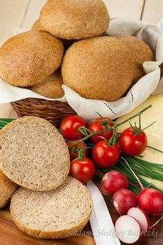 Whole wheat buns Bread Bun, Bread Rolls, Bread Recipes, Cooking Recipes, Healthy Recipes, Home Bakery, Hamburger Buns, Polish Recipes, Sweet Recipes