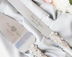 White wedding cake server set Personalized Cake server and knife Laser engraved Wedding cake set Wedding cake cutter set Server and Knife