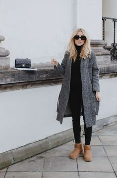 winter outfits with uggs Look of The Day ugly UGG - winteroutfits Ugg Boots Outfit, Winter Boots Outfits, Casual Winter Outfits, Outfit Winter, Winter Shoes, Loafers Outfit, Outfit Jeans, Ugg Boots Style, Black Boots Outfit
