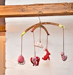 Prev4 of 5Next Display Artwork. Showcase your own or your kids art work with a simple display using hangers. Source: Bob Villa Chandelier. This crafty decoration would be darling as an accent piece in a little girls room. Source: Nifty Thrifty Things Prev4 of 5Next