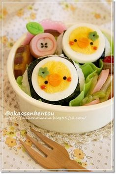 chick bento out of boiled eggs Lunch Box Bento, Cute Bento Boxes, Kawaii Cooking, Kawaii Bento, Japanese Lunch Box, Bento Recipes, Food Humor, Unique Recipes, Cute Food