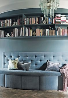 Decorative built in bookshelf with books and small decorations in the living room.