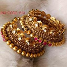 Order Bangles, Bracelets & Kangan via Whatsapp on Our fashion magazine personal shoppers helps you get the stylish look for you. New Gold Jewellery Designs, Bridal Jewellery Inspiration, Gold Bangles Design, Fancy Jewellery, Jewelry Trends, Indian Jewelry Sets, Indian Wedding Jewelry, Indian Bridal, Bridal Bangles