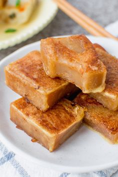 Join my grandma and I in the kitchen as she teaches me how to make her nian gao (sweet rice cake)! This dessert is traditionally eaten during Chinese Asian Desserts, Asian Recipes, Chinese Desserts, Japanese Desserts, Gourmet Desserts, Plated Desserts, Chinese Food Buffet, Sweet Sticky Rice, Brown Sugar Cakes