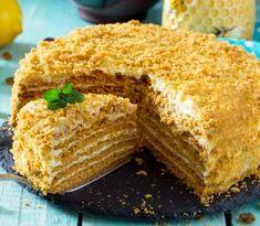 Medová torta sa stala v posledných rokoch veľmi obľúbenou v cukrárňach i kaviarňach