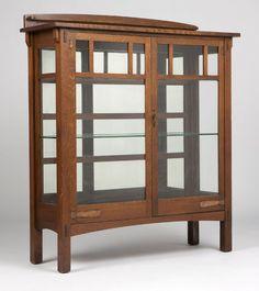 A Limbert Arts & Crafts oak china cabinet : Lot 1151