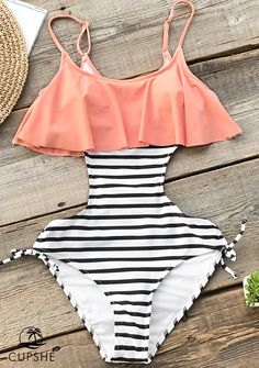 13b15c199b This cute one-piece swimsuit features a striped black and. Si Traje De  BañoTraje ...