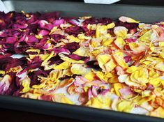I extend the life of the roses in my garden by using this easy technique for drying rose petals. You can use roses from a bouquet or fresh from the garden. Rose Petals Craft, Fresh Rose Petals, Flower Petals, Homemade Potpourri, Potpourri Recipes, Homemade Gifts, All You Need Is, Rose Petal Uses, Cooking Sheet