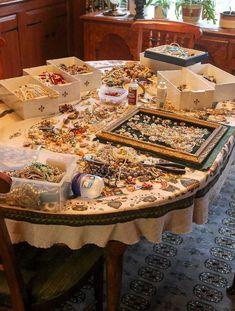 Costume Jewelry Crafts, Vintage Jewelry Crafts, Recycled Jewelry, Vintage Costume Jewelry, Vintage Costumes, Antique Jewelry, Vintage Jewellery, Dress Jewellery, Jewellery Shops