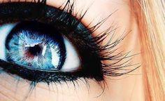 Black makeup on blue eyes. My eyes look like this when I wear black eye liner Pretty Eyes, Cool Eyes, Beautiful Eyes, Amazing Eyes, Simply Beautiful, Beautiful People, Beautiful Eyelashes, Hey Gorgeous, Amazing Things
