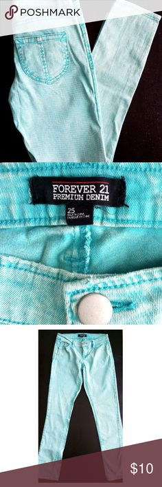Forever 21 Light Blue Denim Skinny Jeans Zippers Forever 21 womens skinny jeans size 25 0 2 Light Blue denim pants zipper detail   Size 25 or size 0-2  Zipper detail on the bottom size of the pants  Sky Blue color denim  Skinny Jeans style Forever 21 Pants Skinny