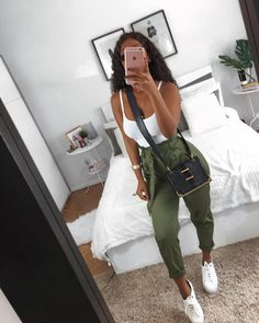 Trendy Casual Styles for the Ladies Today we are present to you some trendy collection of casual outfits which are beautiful which you can steal there styles while hanging with friends … Cute Casual Outfits, Chic Outfits, Spring Outfits, Girl Outfits, Fashion Outfits, Womens Fashion, Teenage Outfits, College Outfits, Elegantes Outfit Frau