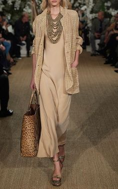 Two years old but still stunning - taste never fades. Ralph Lauren 2017 Two years old but still stunning - taste never fades. Mode Outfits, Chic Outfits, Fashion Outfits, Fashion Trends, Fashion Tips, Moda Fashion, Womens Fashion, Fashion 2018, Ralph Lauren Womens Clothing