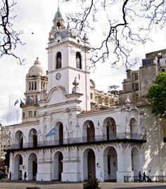 Cabildo, inaugurado en el año 1810.
