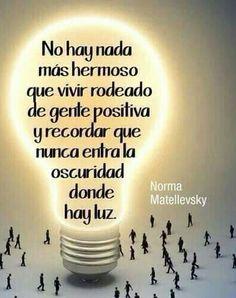 No hay nada más hermoso que vivir rodeado de gente positiva y recordar que nunca entra la oscuridad donde hay luz.