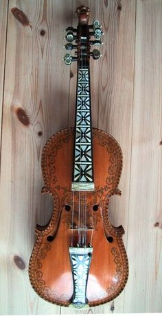 Gorgeous Norwegian fiddle