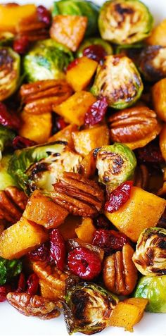 Roasted Brussel Sprouts Thanksgiving Side Dish: Roasted Brussels Sprouts, Cinnamon Butternut Squash, Pecans, and Cranberries (and maple syrup). Veggie Dishes, Food Dishes, Dishes Recipes, Recipies, Healthy Vegetable Side Dishes, Vegetable Ideas, Roasted Vegetable Recipes, Pasta Recipes, Veggie Side