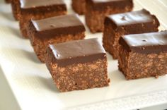 עוגה הכי מהירה שיש, ללא אפיה:  עוגת כדורי שוקולד ב-3 מצרכים בלבד המצרכים: ביסקוויטים, שוק