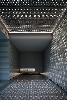 light grain-arquitectura-architecture-Yoshiaki Yamashita-eiji tomita-more-with-less - Shadow Architecture, Space Architecture, Best False Ceiling Designs, Tiny House, Porte Cochere, Light And Space, Japanese House, Lighting Design, Construction
