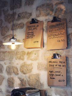 Shakespeare & Co café - Paris Decoration Restaurant, Deco Restaurant, Restaurant Menu Design, Shakespeare And Company Paris, Company Cafe, Deco Cafe, Bistro Design, My Coffee Shop, Homemade Smoothies