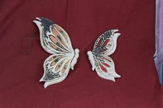 Two beatiful butterflies for your wall.  This object is made of low-temperature clay, the technique Sgraffito and many different dots colors.