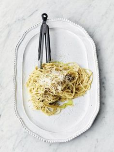 Jamie Oliver's delicious Sweet Leek Carbonara is an easy, quick pasta dish perfect for a stress-free weeknight dinner. A clever twist on a traditional carbonara, this is a great way to add extra veggies to your mealtimes. Veggie Pasta Recipes, Pastas Recipes, Vegetarian Recipes, Cooking Recipes, Vegetarian Sweets, Uk Recipes, Recipies, Pasta Carbonara, Salads