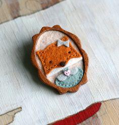 Mary…Mahogany And Felt Brooch Filzen Felt Foxes Fox Crafts, Diy And Crafts, Crafts For Kids, Arts And Crafts, Felt Fox, Wool Felt, Fabric Crafts, Sewing Crafts, Fox Decor
