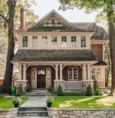"""Farmhouse Stylebook on Instagram: """"🏡If you got the key to this house, will you live or leave......?❤️ don't forget to follow us for daily farmhouse posts! ❤️(credit:…"""" Dream House Exterior, Exterior House Colors, Exterior Design, House Exteriors, Toronto Architecture, Beautiful Architecture, Sims House, House Goals, Home Fashion"""