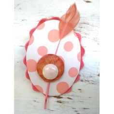 Brooch/Pin Spring-Summer Collection: Pink and White polka dots with Feather. 15€    Colección Primavera-Verano Broches/Pinzas.