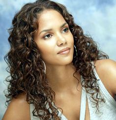 Halle Berry was the first African-American actress to win an Oscar and she made sure to mention this during her acceptance speech. Description from sophiedaa.wordpress.com. I searched for this on bing.com/images
