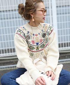 select MOCA(モカ セレクトモカ)のプチハイネック全面刺繍後ろ長めデザインボリュームニット(ニット/セーター)|オフホワイト
