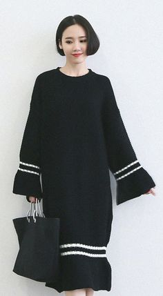 Fashiontroy Smart elegant long sleeves crew neck black blue striped two-tone midi knitted dress