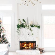 How To DIY Your Holiday Mantel How to DIY: Festive Christmas fireplace decorations. Diy Christmas Fireplace, Christmas Mantels, Christmas Themes, Christmas Diy, Christmas Decorations, Fireplace Decorations, Fireplace Ideas, Holiday Ideas, Merry Christmas
