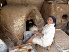 Egypte - Caire : Fresh baked bread http://i1.trekearth.com/photos/4441/makingbread.jpg
