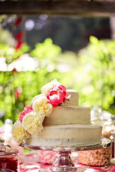 simple yet elegant and beautiful tiered cake with english country roses | Style Me Pretty |
