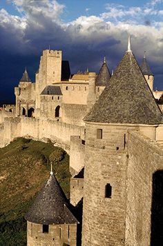 Cathar citadel: the gate of Aude, Carcassonne, with Trencavel castle in the background