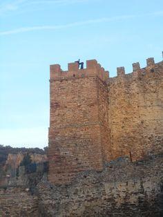 Máquina de Guerra sobre torre del Adarve Alto.