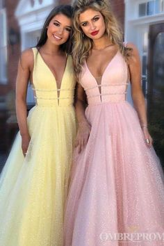 2018 Long Sleeve Gold Prom Dresses,Long Evening Dresses,Prom Dresses On Sale Want a glamorous red carpet look for a fraction of the price? This exquisite Source by sylviaricchetti dresses Prom Dresses Long Pink, Princess Prom Dresses, Formal Dresses For Teens, V Neck Prom Dresses, Beaded Prom Dress, Prom Dresses For Sale, Evening Dresses, Dress Prom, Homecoming Dresses