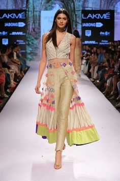Arpita Mehta At Lakme Fashion Week Summer/Resort 2015 Indian Fashion Trends, India Fashion, Asian Fashion, Style Fashion, Western Dresses, Western Outfits, Indian Dresses, Indian Attire, Indian Ethnic Wear