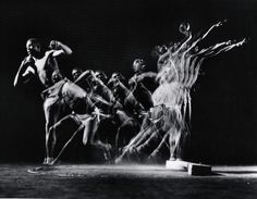 The photographer Gjon Mili was hailed for his work illustrating entire sequences of human movement in a single image. Light Painting, Mercedes S320, Gjon Mili, The New Yorker, Single Image, Abstract Photography, Science, Illustration, Photographers