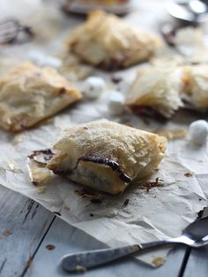 Peanut Butter Nutella Phyllo Pockets ~ A grown-up s'more!