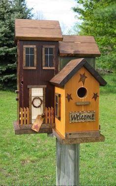 15 charming DIY bird house ideas for your garden - DIY ideen 2019 - Vogelhaus Saltbox Houses, Bird House Kits, Bird House Plans Free, Bird Houses Diy, Wooden Bird Houses, Decorative Bird Houses, Yellow Doors, Bird Aviary, House Ideas