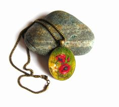 Felt Pendant Necklace with Poppy field by lannarfelt