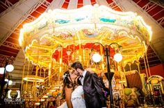 Pré Wedding, Casamento, Noivos, Natureza, Amor, Paixão, Casal, Parque de Diversões, Beto Carrero, Lindo, Love, WeddingLove, Ideias Criativas, Fotografia de noivos, Fotos, Brinquedos, Casal, Noivos, Diferente, Príncipe e Princesa, Color, Colorful, Buquê de Noiva, Vestido de Noiva, imagens, Beijo, Castelo, Voltando a ser Criança, Vintage, Cavalheiro, Romantismo, Pirulito, Penteado para noivas, Técnica Fotográfica, Parque Temático, Carrocel, superexposição, luz,