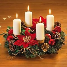 Ideas for making an Advent wreath - Give Details - The Advent Wreath is one of the most important elements of Christmas, both decoratively and an elem - Christmas Advent Wreath, Christmas Home, Christmas Crafts, Christmas Tablescapes, Christmas Table Decorations, Diy Home Crafts, Christmas Inspiration, Google, Christmas Dinner Tables
