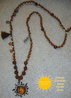 Colar tipo japamala com pendente sol com âmbar incrustado. Maio de 2016